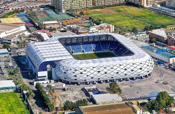 al_maktoum_stadium051797351734a69de6.jpg